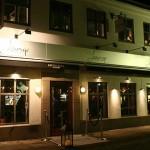 Kniven mot Strupen Chateau Lounge